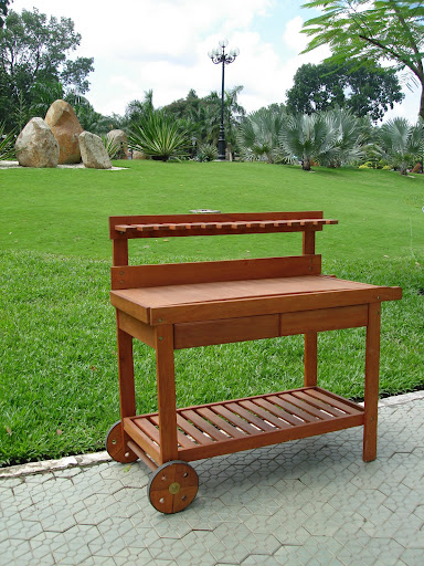 V109 Tea Potting Bench