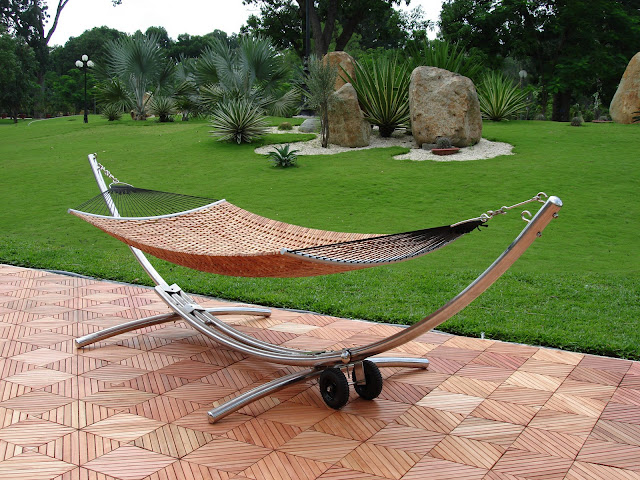 V125DSET1 Steel Arc Stand & Wood Hammock Bed Set