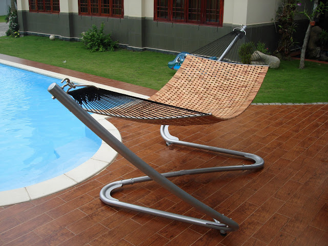 V303SET1 Steel Zig Zac Stand & Wood Hammock Bed Set